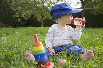 بالصور شرب الماء للاطفال الرضع 008786cf3e2ee73e9ea9135b516e82b8