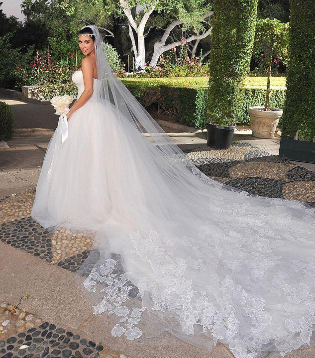 صوره احدث موديلات فستان للزواج 2017