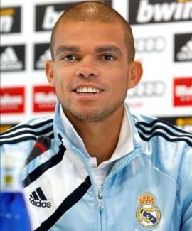 بالصور بيبي لاعب ريال مدريد 196ec9bbbe2db97ff6835a8cb73972f1