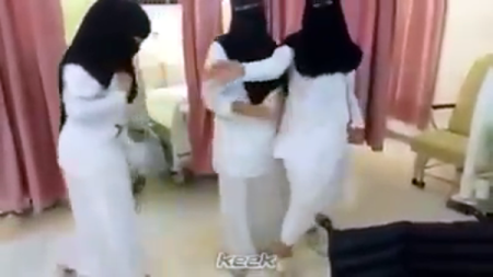 بالصور ممرضات يرقصن رقصة البطريق داخل مستشفى 2541aa1bb9f4c91dd34671fe42e28e62