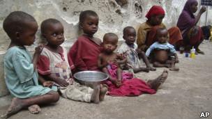 بالصور صور اطفال الصومال يحتضرون من الجوع 2cc801c647b9aad5c81d41deb3c7b574