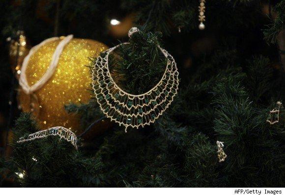 اغلي شَجرة عيد ميلاد فِي قصر الامارات!