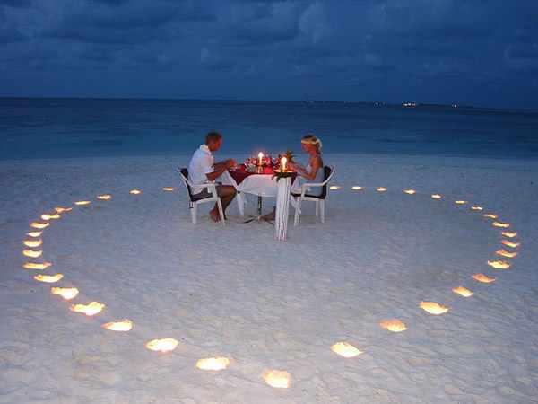 صوره اجمل صور عشاق في البحر