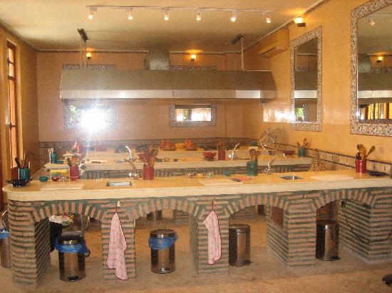 بالصور احلي ديكورات المطبخ المغربي 4809f2003bfcda42129109c94d1acecf