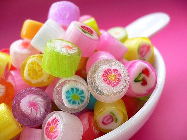 بالصور تفسير حلم اكل الحلوى 4c614f0a3dc8d9b4cba0bb35592bea70