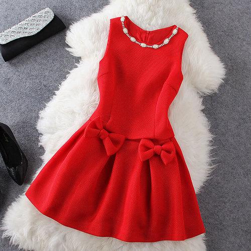صور تفسير حلم فستان احمر