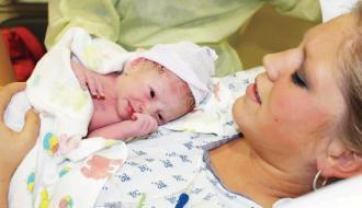 صوره ولادة المراة ولادة طبيعية بدون الم