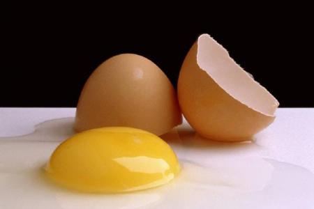 بالصور تفسير حلم تكسير البيض 62f6b51671ca58542120d30a4c02a3a9