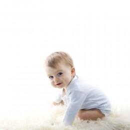صور متى يبدا الطفل بالجلوس