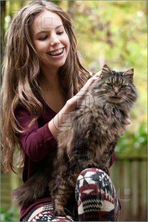 بالصور اجمل صور فتيات وقطط 79bc735fb33aae2180f47ee13670ab87