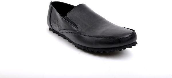 بالصور تفسير حلم الحذاء الاسود a6f3f93188d4c1f49fc39f33c1b7ba91