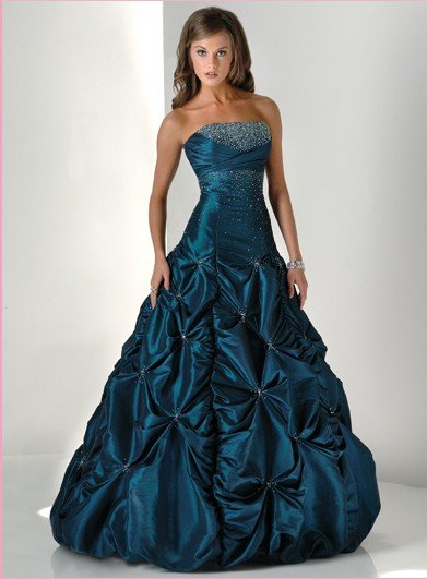 بالصور نصائح سهلة لاختيار فستان السهرة المثالي aa3df9a78b930e03a7754a1691c2dbbc