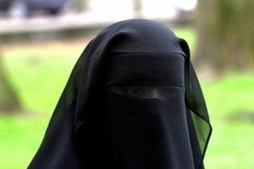 صوره المراة المنقبة في المنام لابن سيرين