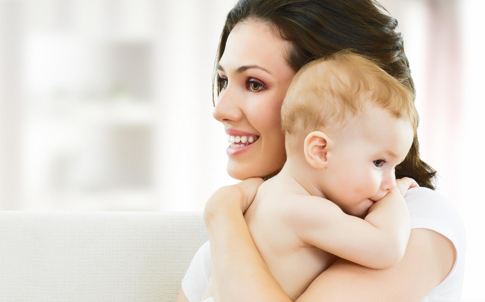 بالصور صور اطفال مع امهم c78f9c8411628e28c8000453619ca89a