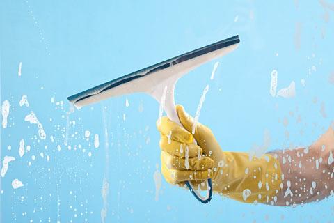 صوره طريقة تنظيف وتلميع الزجاج
