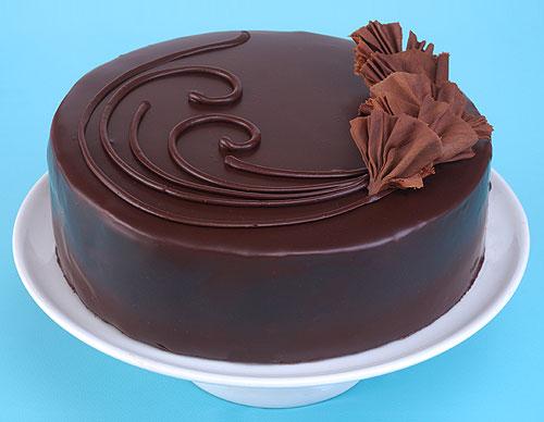 بالصور طريقة تزيين الكيك بالشوكولاته e60101a01271974bf8acafcc39ccba2f