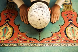 صوره تعلم طريقة الصلاة الصحيحه