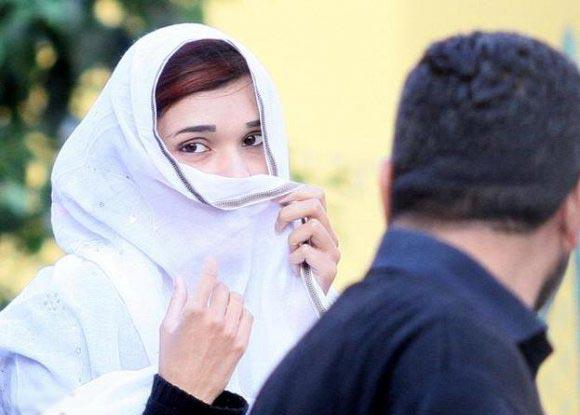 صوره فتاة باكستانية تمنع من الذهاب الى المدرسة بسبب جمالها الفتان