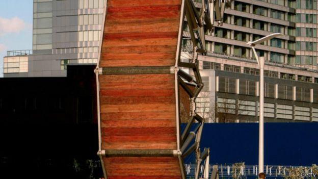 بالصور اغرب الجسور في العالم 069d13b755fd8439b998b6d09b300b3e
