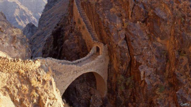 بالصور اغرب الجسور في العالم 3e212634329ac6102499194c4d9e6271