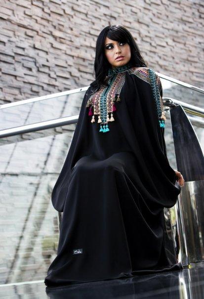 بالصور احدث عبايات سعودية فخمة  مخصرة 216108fa491aed2be2a37b1fe38d19d0