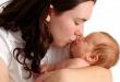 بالصور القبلة الاولى هي القبلة الحامية للاطفال هل لتقبيل المواليد أضرار ؟ 110x75
