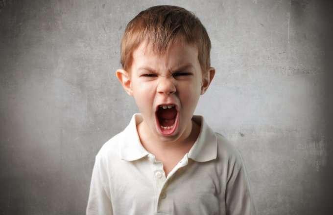 صور كيفية التعامل مع الطفل العصبي في عمر السنتين
