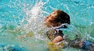 بالصور الولد الذي غرق في المسبح 2012 10 04 202512 300x199 300x165