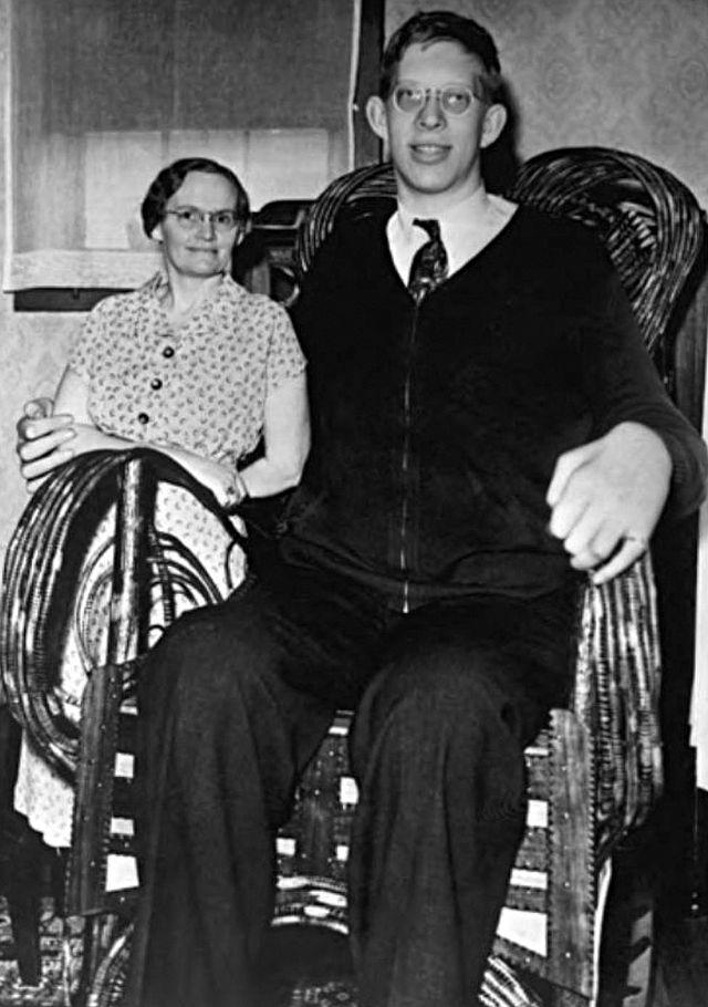 صوره روبيرت وادلو اطول شخص في العالم