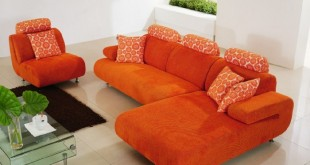 صوره كنبات باللون البرتقالي تنسيق الوان المخدات مع الكنب