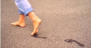صوره تفسير المشي حافيا في المنام