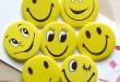 بالصور اجمل صور ابتسامة 2019 الشحن مجانا الجملة صور فوتوغرافية ملونة اكسسوارات حقيبة الجدة الكرتون ابتسامة جميلة شارات p529 طفل هدية 110x75