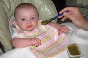 صوره غذاء الطفل في الشهر الثامن
