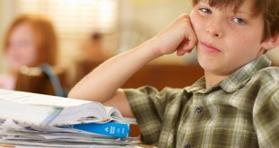 بالصور عدم التركيز عند الاطفال DailyMedicalinfo 1 rf photo of bored boy in class 493x330 310x165