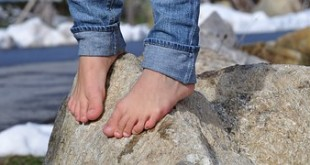 صوره تفسير حلم المشي حافي القدمين
