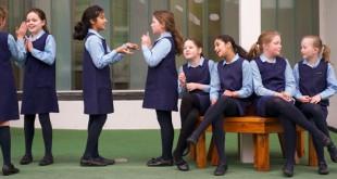 صوره التشبيك بين البنات في المدارس