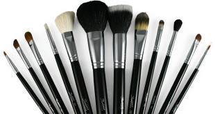 بالصور انواع فرش المكياج واستخداماتها بالصور header image 12 Types of Makeup Brushes and their Uses fustany beauty makeup main image 310x165