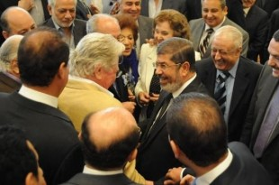 صوره فنانين مع محمد مرسي