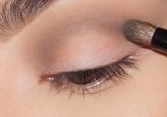 بالصور طريقة تكبير العيون بالمكياج بالصور 20160505 8