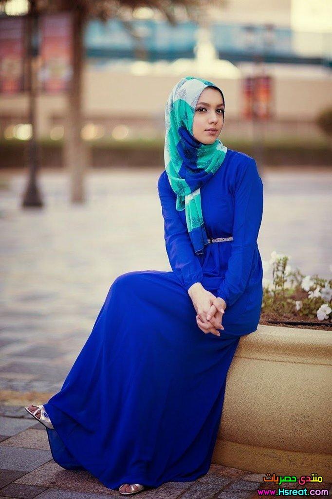صورة فساتين محجبات باللون الازرق , ملابس خروج لها جمال مبهر