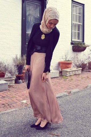 http://static.fustany.com/images/ar/photo/small_Fustany-Style_Ideas-Hijab_Fashion_-_How_to_Wear_Skirts_for_Hijab_Workwear_Outfits_in_Winter-7.jpg