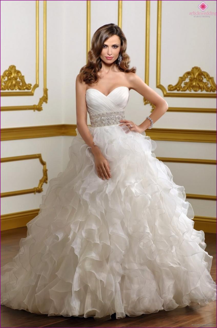 صوره قمة الفخمة لفساتين الزفاف فساتين زفاف فخمة