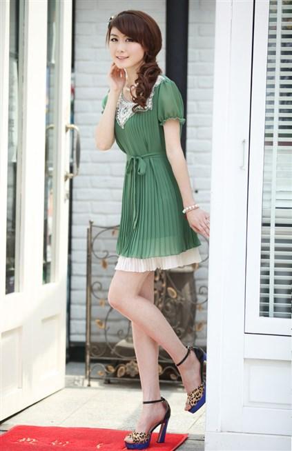 فستان صيفي مِن قماشَ البليسيه بلوني الاخضر والابيض
