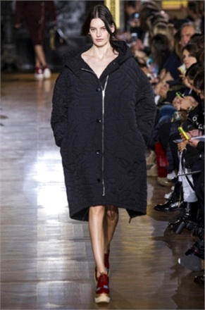 http://images.vogue.it/imgs/galleries/shows/temi-dalle-sfilate/023329/stella-mccartney-18679_0x440.jpg