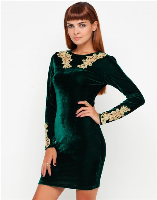 اجمل فستان من قماش القطيفه باللون الزيتي مع التطريز الذهبي