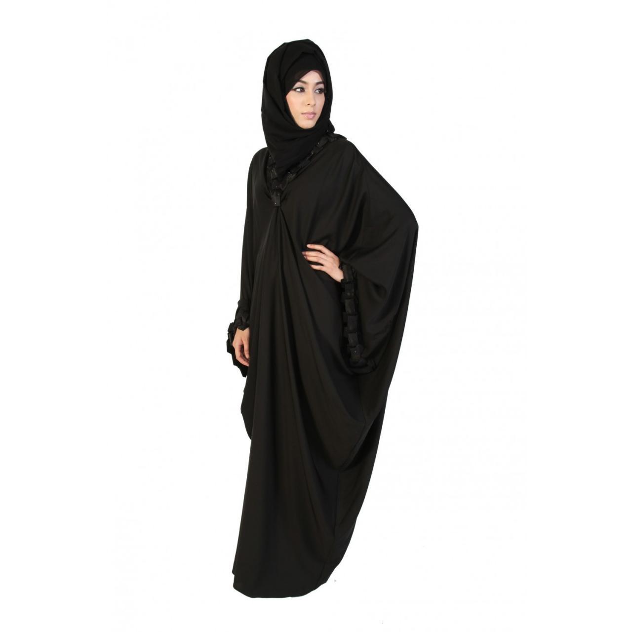 http://arabic.abayasbyakhawat.com/media/catalog/product/cache/2/thumbnail/1500x/9df78eab33525d08d6e5fb8d27136e95/s/a/satin_fold_pleated_butterfly_abaya_4_.jpg