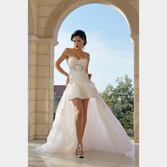 صوره فساتين زفاف قصيرة من الامام وطويلة من الخلف
