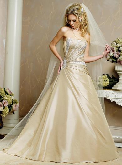 بالصور فساتين زفاف رومانسية تتميز بالهدوء والفخامة للعروس 20160527 384