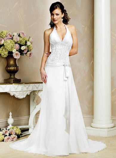 صوره فساتين زفاف رومانسية تتميز بالهدوء والفخامة للعروس