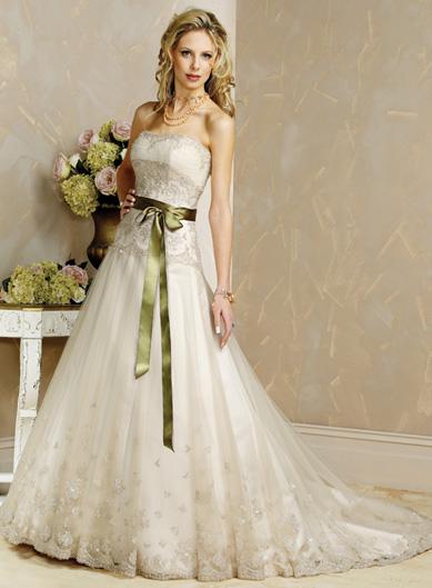 بالصور فساتين زفاف رومانسية تتميز بالهدوء والفخامة للعروس 20160527 386